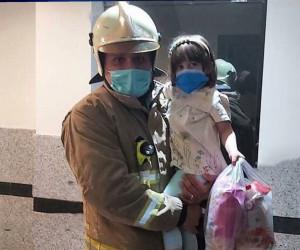 حرکت جالب آتش نشان پس از نجات کودک