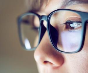 تعبیر خواب عینک : 39 نشانه و تعبیر دیدن عینک در خواب