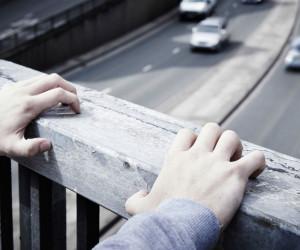 خودکشی پسر 18 ساله رشتی از پل عابر پیاده رشت