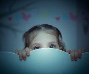 ترس از تنهایی کودک: راهکارهای طلایی درمان ترس از تاریکی کودکان