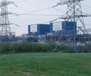 تفاوت ولتاژ و جریان برق چیست ؟