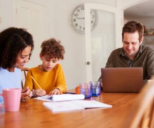 چهار نقش مادر در تربیت فرزندان