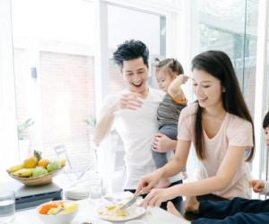 10 راهنمایی ساده برای اینکه الگوی تغذیه و زندگی سالم برای فرزند خود باشیم