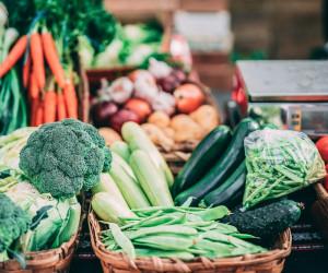 معرفی انواع سبزیجات طبع گرم همراه با مصلح کننده آن ها