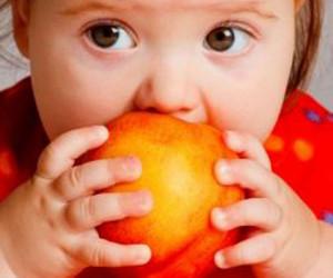 طرز تهیه دسر هلو برای کودکان : هلو برای کودکان و نوزادان چه خواصی دارد ؟