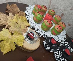 طرز تهیه کیک فنجانی هندوانه ای مخصوص شب یلدا
