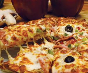 طرز تهیه 2 مدل پیتزای خوشمزه و لذیذ بدون نیاز به فر