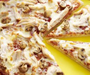طرز تهیه پیتزا مرغ خوشمزه و رستورانی بدون نیاز به فر