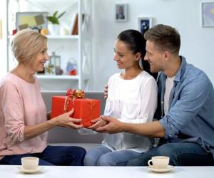 15 متن تبریک پیشاپیش روز مادر به مادر شوهر و مادر زن