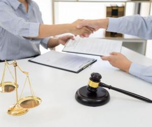 25 متن رسمی و ادبی برای تبریک روز وکیل