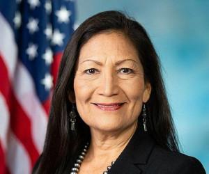 زن سرخپوست وزیر کشور آمریکا می شود