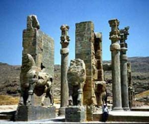 کاخ تخت جمشید یکی از جاذبه های گردشگری در کشور ایران