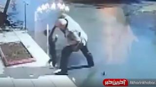 لحظه نجات کودک از غرق شدن توسط راننده پراید