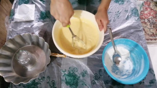 طرز تهیه کیک ساده با پف زیاد
