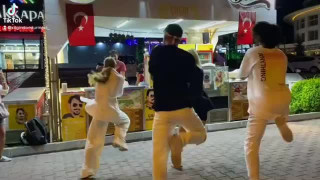 کلیپ رقص بستنی فروش ترکیه ای