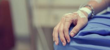 ۱۰ عوارض شیمی درمانی و راه های مراقبت از خود در طی درمان