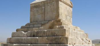قدم زدن در میان جاهای دیدنی شیراز؛ تخت جمشید و حافظیه