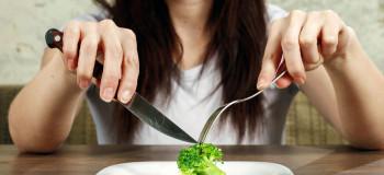 چطوری کمتر غذا بخوریم و گرسنه نشیم؟