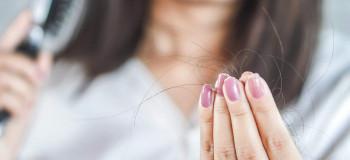۵ علتی که باعث افزایش ریزش مو در تابستان و در هوا گرم می شود