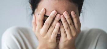 چگونه بحران و اضطراب وجودی را از خودمان دور کنیم و خوشحال باشیم ؟