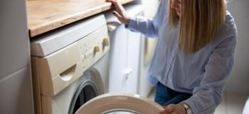 ۱۰ دلیل لرزش و تکان خوردن بیش از حد ماشین لباسشویی هنگام کار کردن