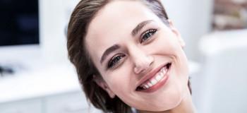 لمینت سرامیکی دندان ماندگارتر است یا ونیز کامپوزیت دندان ؟