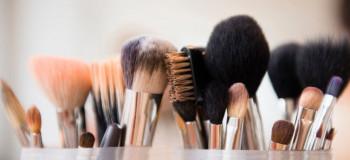 چند ترفند عالی برای شستن و تمیز کردن براش های آرایشی
