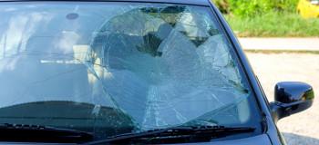 ۵ علت شکستن ناگهانی شیشه ماشین (خودکشی شیشه)