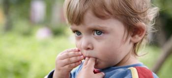 عوارض مکیدن زبان در کودکان
