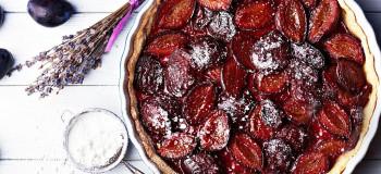 طرز تهیه کیک آلو خانگی با پخت آسان