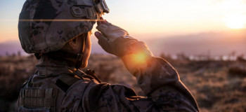 ۲۵ متن و پیام (ادبی،رسمی،طنز) تبریک روز سرباز