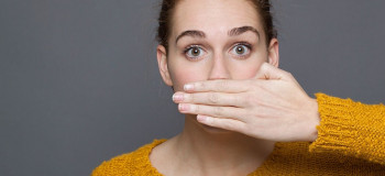 ۴ راهکار طلایی برای رفع بوی بد دهان در دوران بارداری