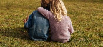 ۱۲ متن و پیام تبریک روز جهانی دوست به خواهر و برادر
