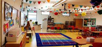 ۱۰ روش ساده و راحت برای تزیین کلاس با کاغذ رنگی