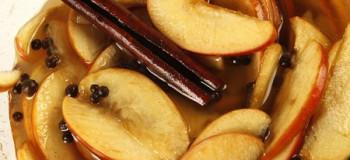 طرز تهیه ۷ مدل ترشی سیب با ادویه های مخصوص