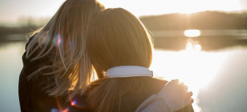 ۲۲ عکس روز خواهر برای پروفایل و اینستاگرام