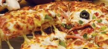 طرز تهیه ۲ مدل پیتزای خوشمزه و لذیذ بدون نیاز به فر