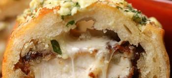 طرز تهیه ساندویچ مرغ سوخاری با پنیر لذیذ و دلچسب