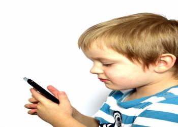 خطرات موبایل برای کودکان را جدی بگیرید!