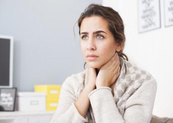 علت سوزش گلو و بینی و درمان گلو درد چیست؟