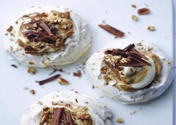 آموزش طرز تهیه شیرینی پفک بادامی ساده و خوشمزه