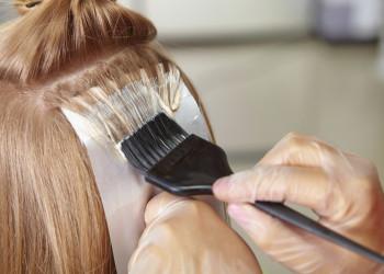 آیا رنگ کردن مو در دوران بارداری به جنین آسیب می زند ؟