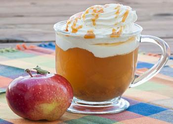 نوشیدنی گرم سیب کاراملی