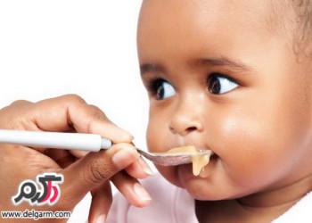 كدام مواد غذایی را نباید تا قبل از یك سالگی به كودك داد؟