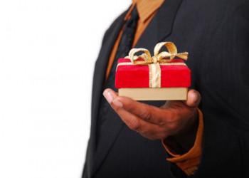 هدیه دادن به همسر،نکات و آداب هدیه دادن به همسر چیست؟
