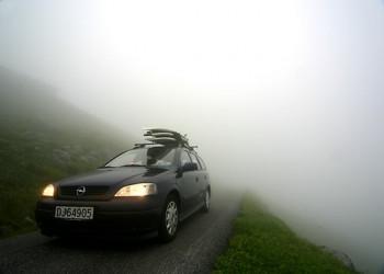 چگونگی محافظت از شیشه ماشین و دید بهتر در مه با روشی ساده