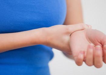 برطرف کردن درد کف و مچ دست با این 5 حرکت ورزشی