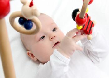 اسباب بازی نوزادان،خصوصیات اسباب بازی نوزاد چه باید باشد؟