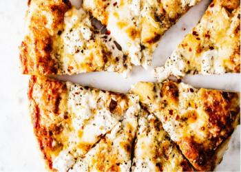 طرز تهیه پیتزا پنیری با تصاویر