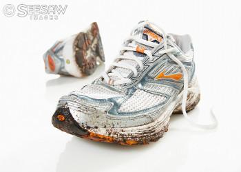 روش های تمیز کردن کفش، روش پاک کردن گل